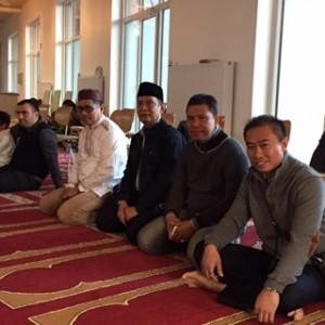 Rektor Untad bersama rombongan salat Idul Adha di Masjid At-Taqwa Goettingen