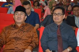 Prof Jimly Asshiddiqie bersama Rektor Untad, Prof Dr Ir Muhammad Basir SE MS (Foto Taqyuddin Bakri)