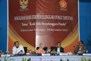 Komisioner DKPP saat memberikan Sosialisasi Kode Etik Penyelenggara Pemilu 2015 (Foto Taqyuddin Bakri)
