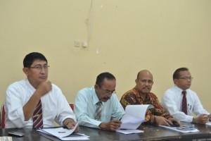 Empat bakal calon dekan FKIP. Kiri ke kanan: Dr Lukman, Dr Sarjan, Dr Gazali, dan Prof Konder Manurung (Foto Taqyuddin Bakri)