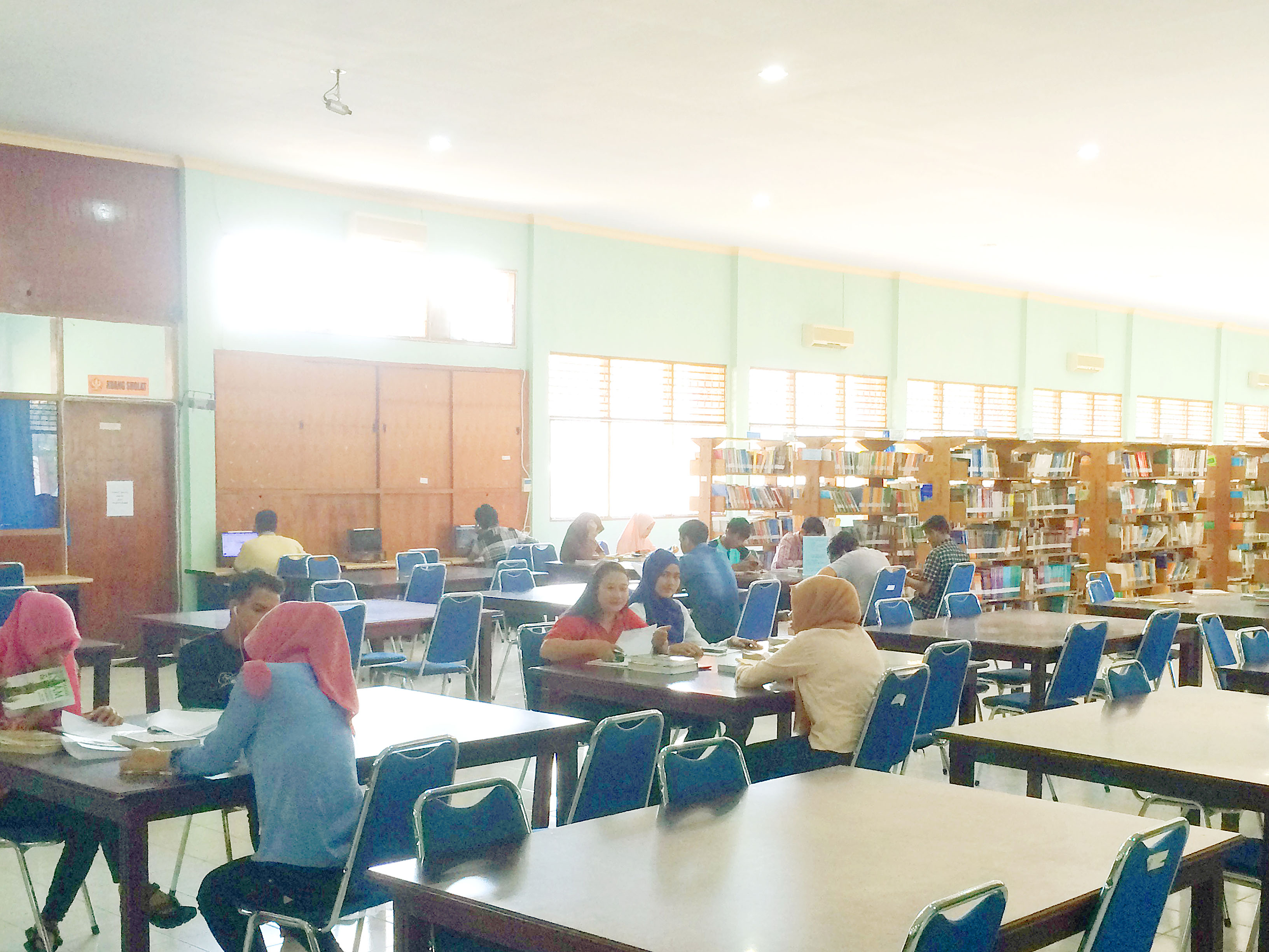 Libur Mahasiswa, Perpustakaan Universitas Tadulako Masih Ramai Pengunjung