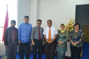 Foto bersama usai penandatanganan MoU dan diskusi antara Rektor Universitas Tadulako dengan Rektor Universitas Madako (Dok Humas)