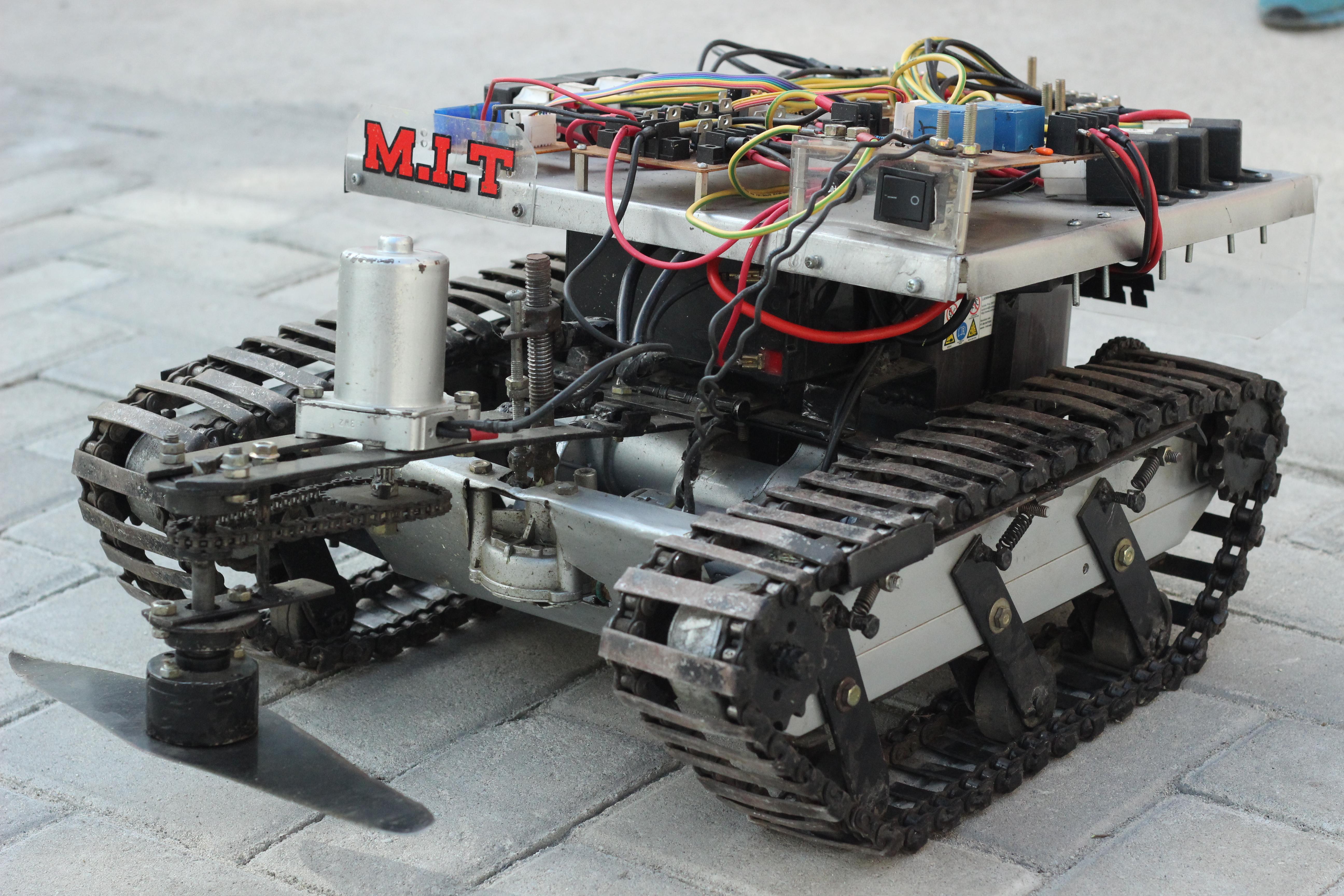 Hebat ! Mahasiswa Untad Ciptakan Robot Pemangkas Rumput
