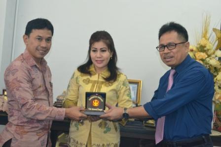Rektor Bernazar Sumbang Panti Asuhan Rp 2,5 Juta
