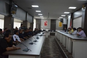 Dialog antara pimpinan Untad dengan UPT Security (Foto Taqyuddin Bakri)