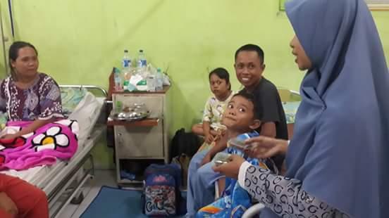Kunjungan Ramadhan, MPM Al-Iqra Bagikan Takjil Kepada Pasien RSU Anutapura Palu