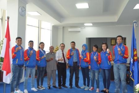 Rektor Apresiasi Mahasiswa Untad Peraih Medali dalam PON XIX