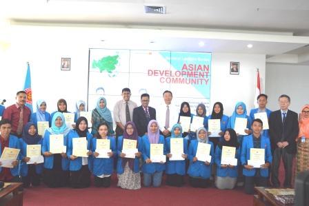 Presiden OAF Berikan Beasiswa kepada 20 Mahasiswa Untad