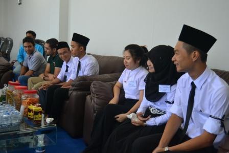 Rektor Gelar Pertemuan dengan Mahasiswa Kelas Internasional