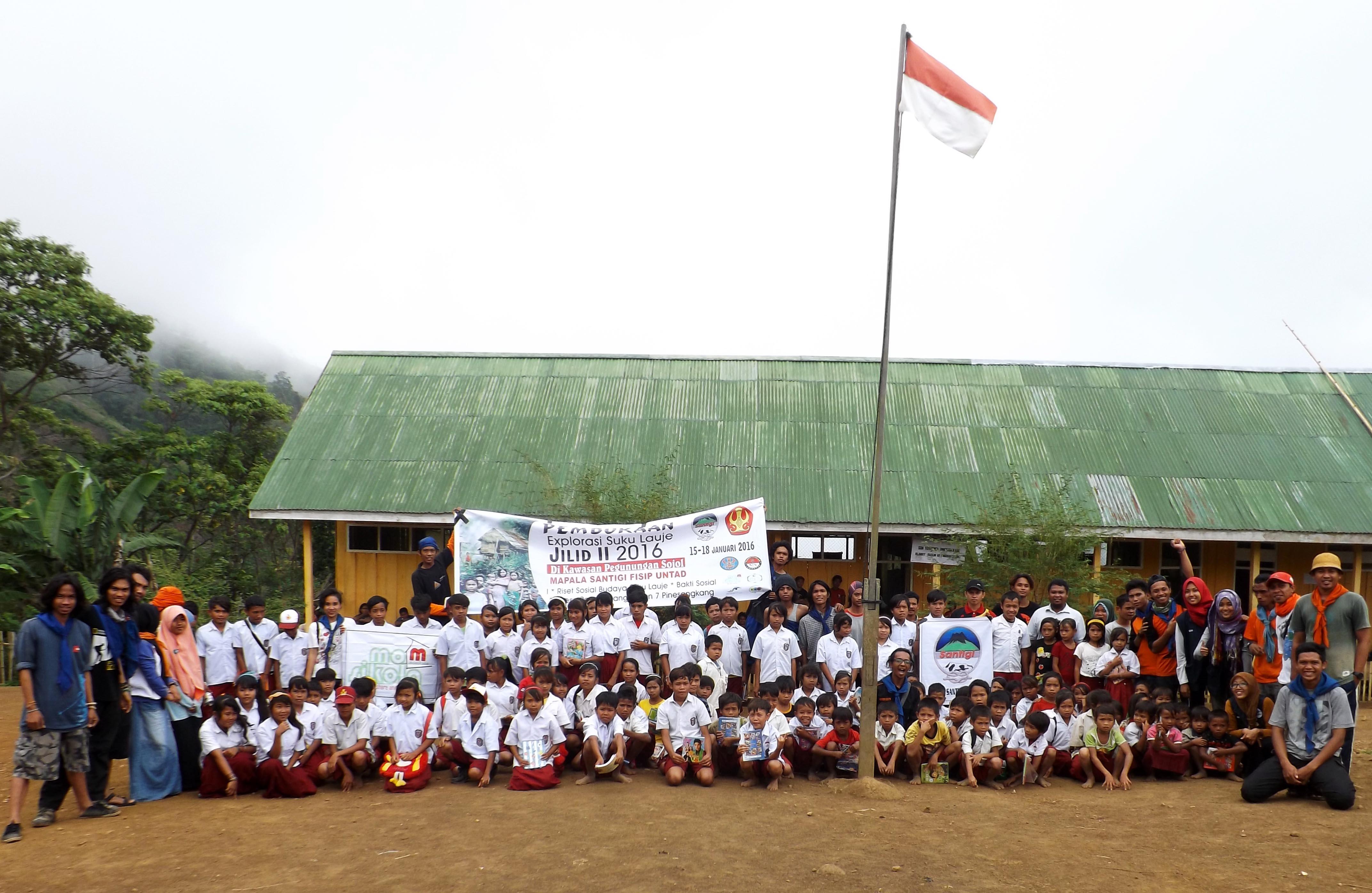 Peduli Pendidikan, Santigi Lakukan Bakti Sosial di Sekolah Terpencil