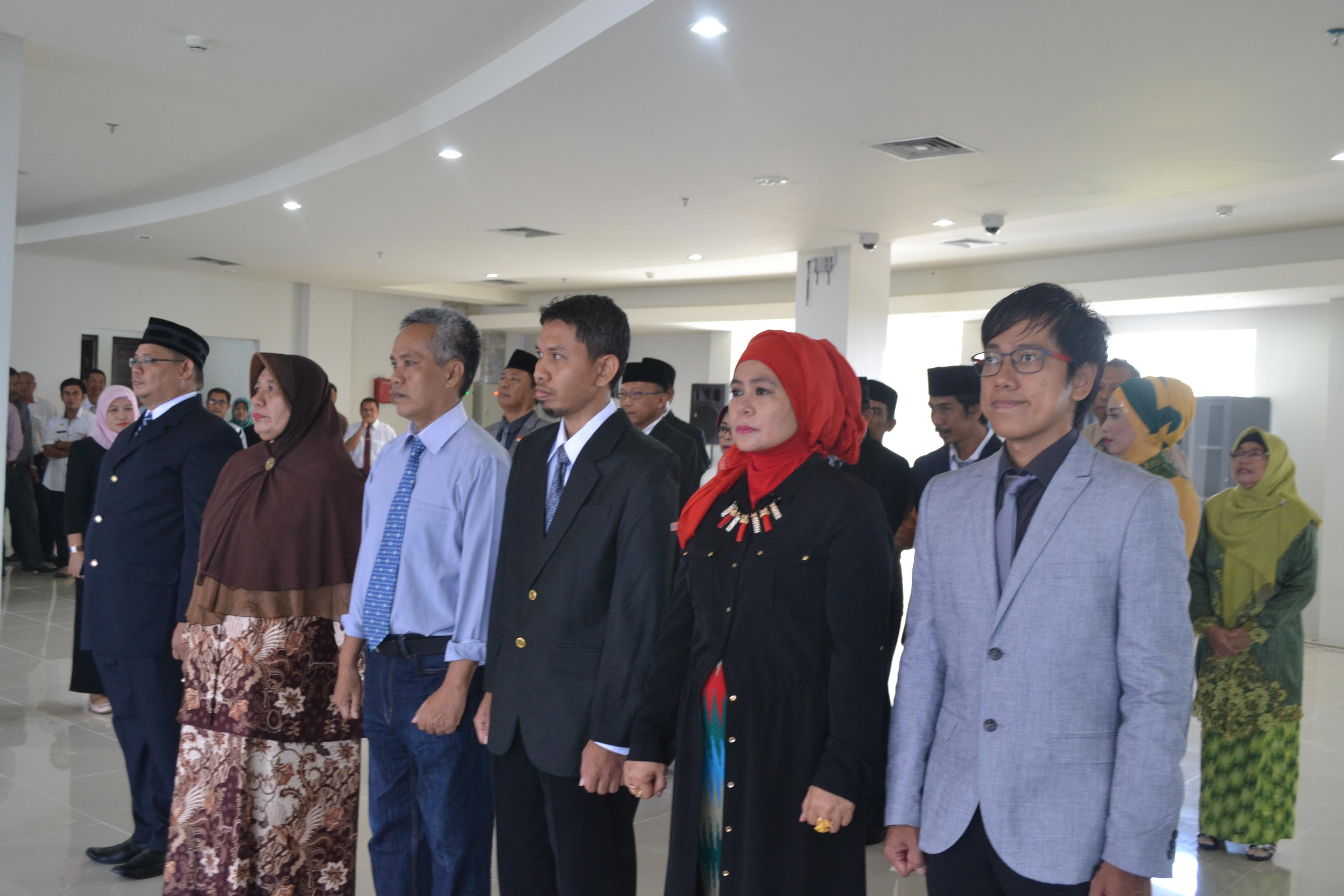 Rektor Kukuhkan Pengelola Pusat Kreativitas Mahasiswa dan Pengembangan Karir
