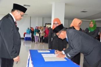 Rektor Lantik Dekan FKIP dan 22 Pejabat Struktural