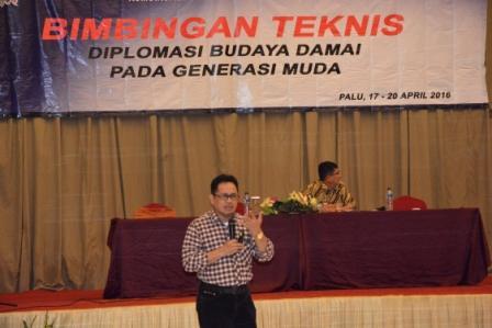 Bimtek Budaya Damai, Rektor Sampaikan Materi tentang Komunikasi Budaya