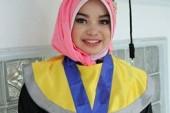 Dewi Salmita, Bawa Bekal Ke Kampus Tetapi Berhasil Raih Tiga Gelar Terbaik Wisuda Sekaligus