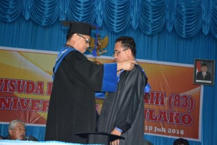 Wisuda ke-83, Untad Lepas 1071 Alumni dan Kukuhkan Satu Guru Besar