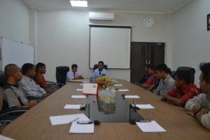 Rektor Untad, Prof Dr Ir Muh Basir Cyio SE MS, menyampaikan arahan kepada 20 anggota baru UPT Natalita