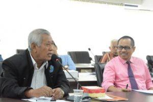 Prof Hanafie Sulaeman saat menyampaikan usulan dalam rapat Dewan Profesor Untad (Foto Taqyuddin Bakri)