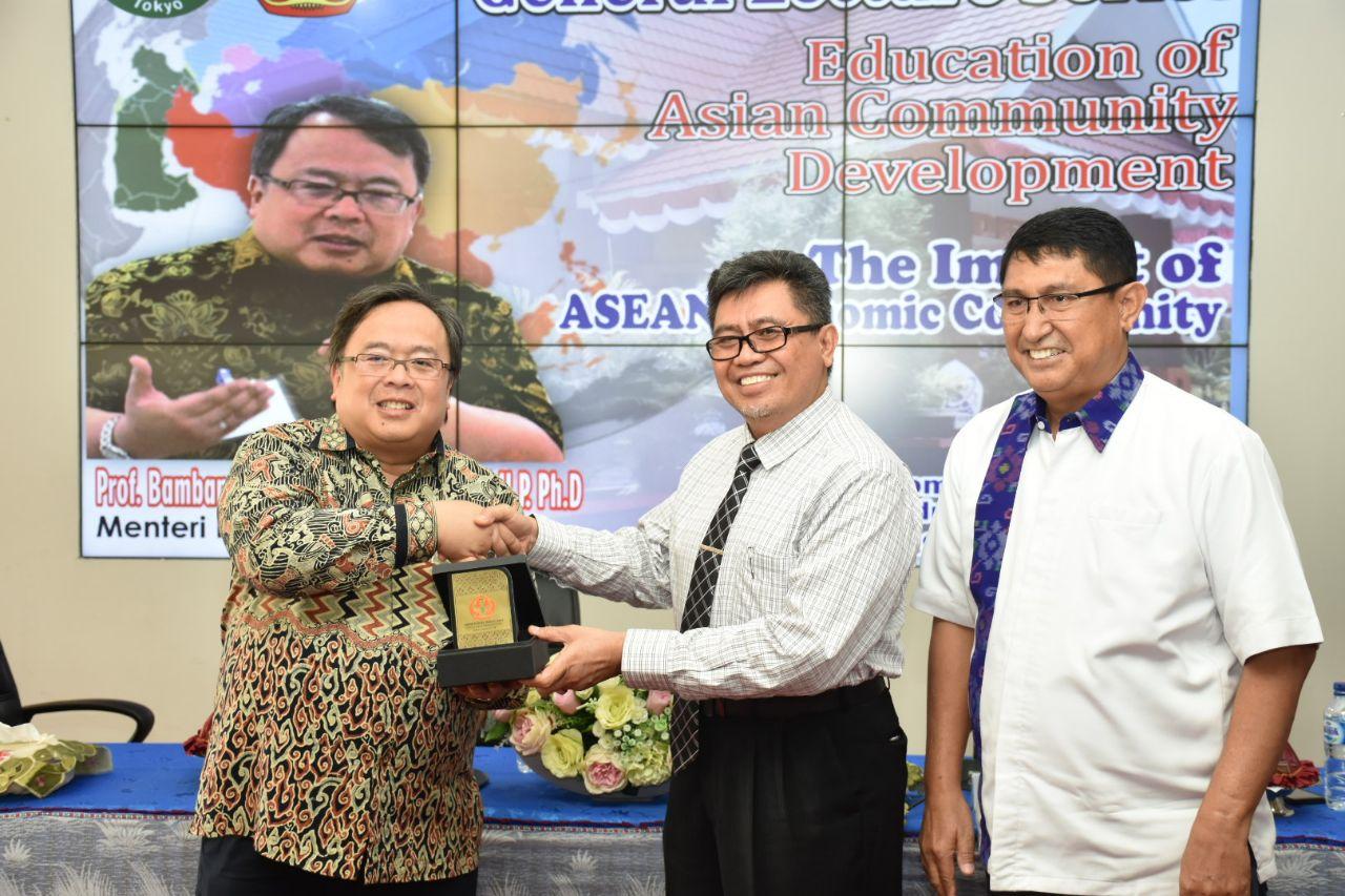 Menteri PPN/Ketua Bappenas Indonesia Beri Kuliah Umum di Universitas Tadulako