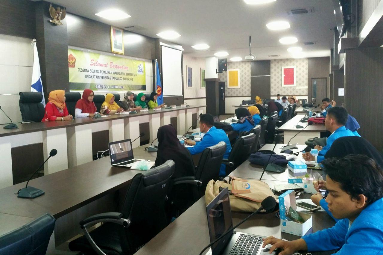 Mahasiswa Ikuti Seleksi Pemilihan Mahasiswa Berprestasi Tingkat Universitas Tadulako 2018
