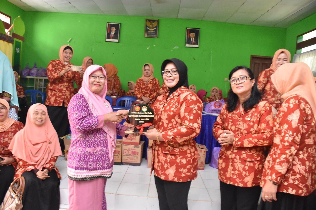 Persatuan Dharma Wanita Universitas Tadulako Lakukan Kunjungan Sosial Ke SLB – ABCD Muhammadiyah Palu