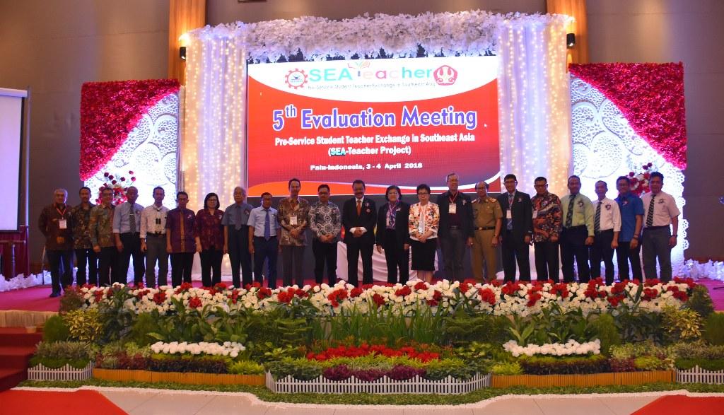 Untad Bersama Organisasi Menteri Pendidikan Se Asia Tenggara (SEAMEO) Gelar Evaluation Meeting di Palu