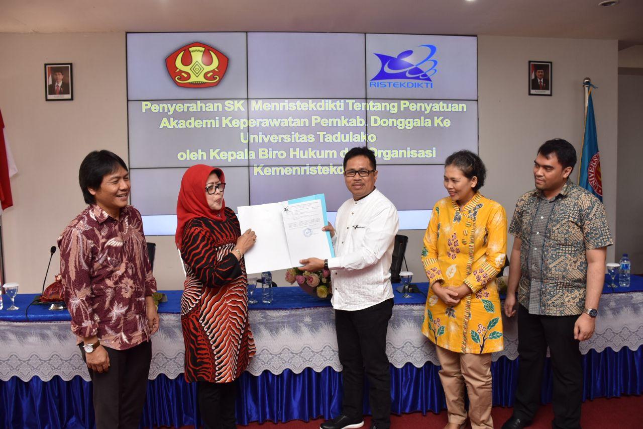 Akademi Keperawatan Pemkab Donggala Resmi Bergabung Dengan Universitas Tadulako