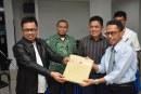 Rektor Untad Serahkan Naskah Ujian Kepada Pengawas SBMPTN 2018 Untad
