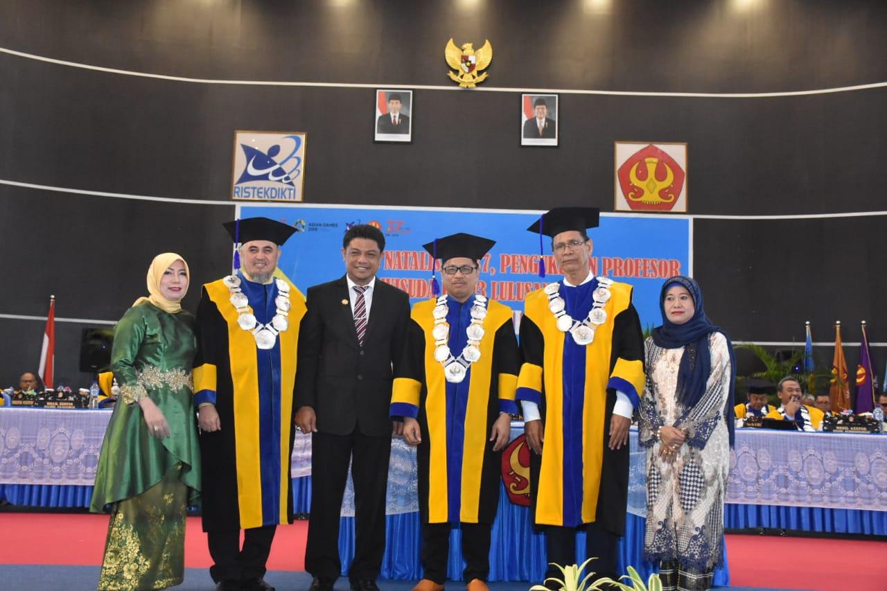 Rektor Kukuhkan 2 Profesor Di Wisuda Untad ke 93