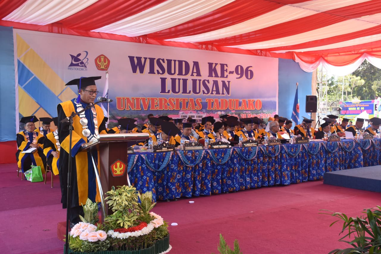 Perdana, Prof. Mahfudz Kukuhkan 1.121 Wisudawan Untad