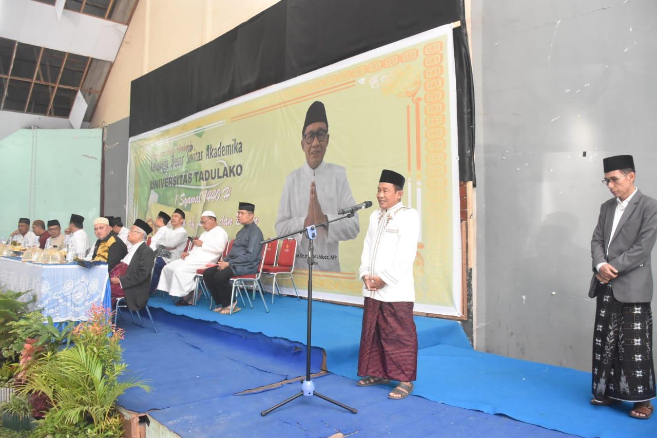 Civitas Akademika Untad Gelar Halal Bi Halal Usai Tunaikan Sholat Idul Fitri 1440 H