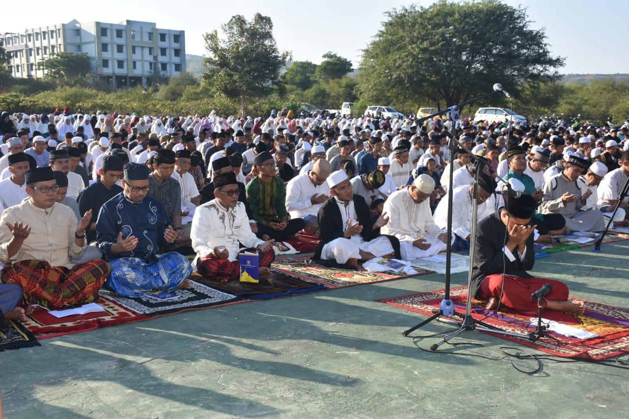 Tunaikan Sholat Idul Adha 1440 H, Civitas Akademika Untad Padati Lap. Islamic Center