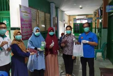 Prodi Farmasi Untad Distribusikan Bantuan Masker & Handsanitazer Di 3 Puskesmas Dan Area Sekitar Kampus