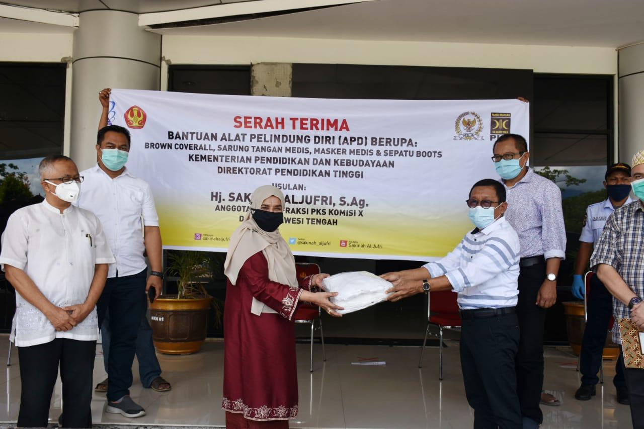 Kemendikbud Serahkan Bantuan APD Kepada Universitas Tadulako