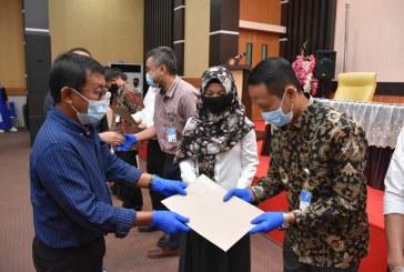 Rektor Serahkan SK Kepada 75 ASN Asal 11 Fakultas Untad