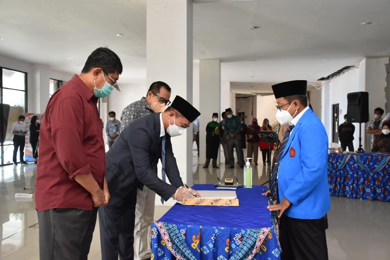 Rektor Lantik Dekan Fakultas Kedokteran Periode 2021 – 2025 Serta Pejabat Untad Lainnya
